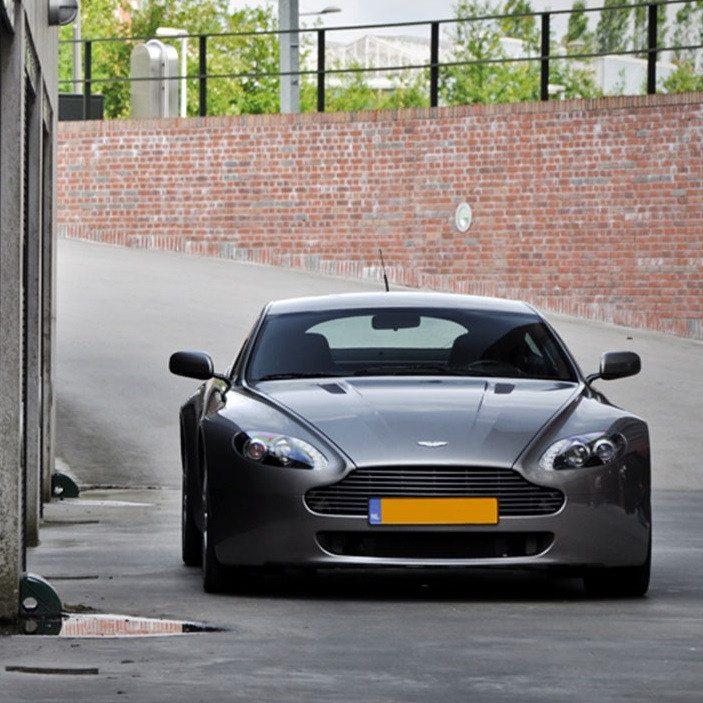 Mooie Aston Martin rijden - Breda