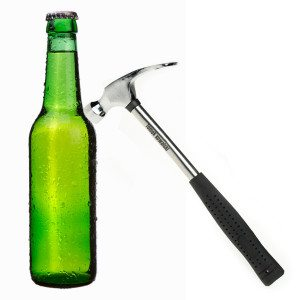"""Flessenopener """"einde werkdag hamer"""" met gravure"""