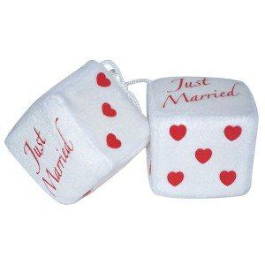 Geluksdobbelstenen voor in de auto ''Just Married''