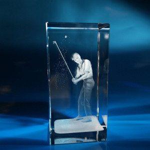 Golfspeler in glazen blok met gravure