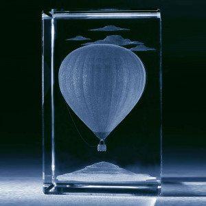 Heißluftballon im Glasblock mit individualisierbarem Textfeld