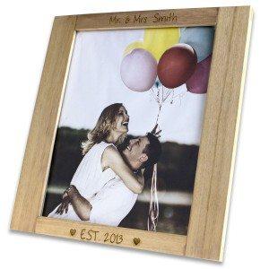 Houten fotolijst met liefdesgravure