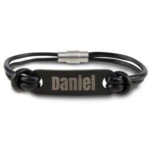 Leren armband met zwart graveerplaatje - stijlvol accessoire voor hem