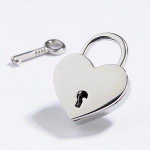 Romantisch liefdesslot in hartvorm