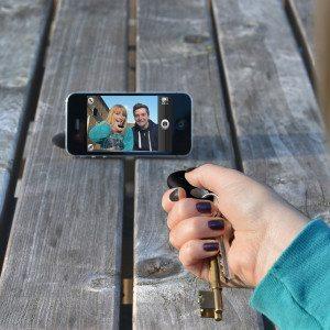 Smartphone lokaliserende sleutelhanger met selfie functie